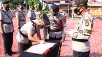 Jabatan Kabag Ops dan dua kapolsek di Karimun diserahterimakan, ini penggantinya. Kapolres Karimun AKBP Muhammad Adenan memimpin upacara sertijab. (foto: Dok. Humas Polres Karimun)