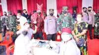 Kapolri dan Panglima Cek Vaksinasi di Pasar Induk Medan